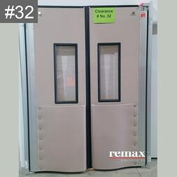 Item 32_white swingdoors pair